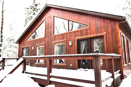CHALET IN THE HEART OF NATURE -CLOSE TO ST SAUVEUR - Saint-Adolphe-d'Howard - Chalet