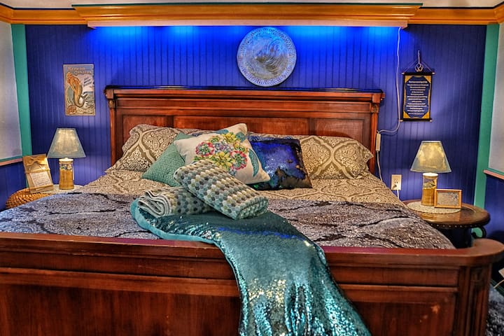 Private Mermaid Suite w/ Treetop Deck - Wellfleet