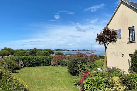 """La Maison des Iles : Chambre """"Ouessant"""" (vue mer)"""