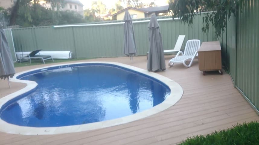 Large room, with pool near beach. - Wembley Downs - Talo