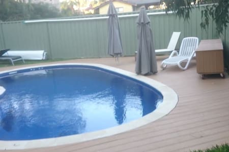 Large room, with pool near beach. - Wembley Downs