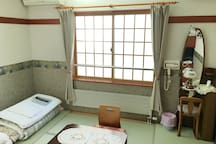 Japanese-Style Room with Private Bathroom - Non-Smoking : There is no gorgeous Japanese style decor like a high-class inn, but it is homely and simple design with a atmosphere in Japanese style.