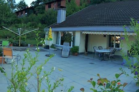 Zweibettzimmer in gemütlichem Einfamilienhaus - Pfungen - Casa