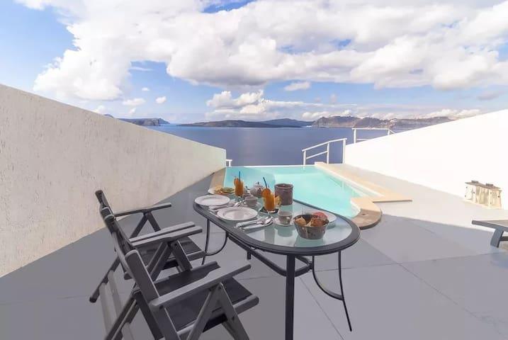 Superior Deluxe | Private Pool & Caldera View