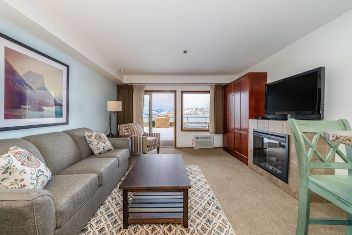 Grandview Lake View 512! Luxury Waterfront condo, sleeps up to 6!