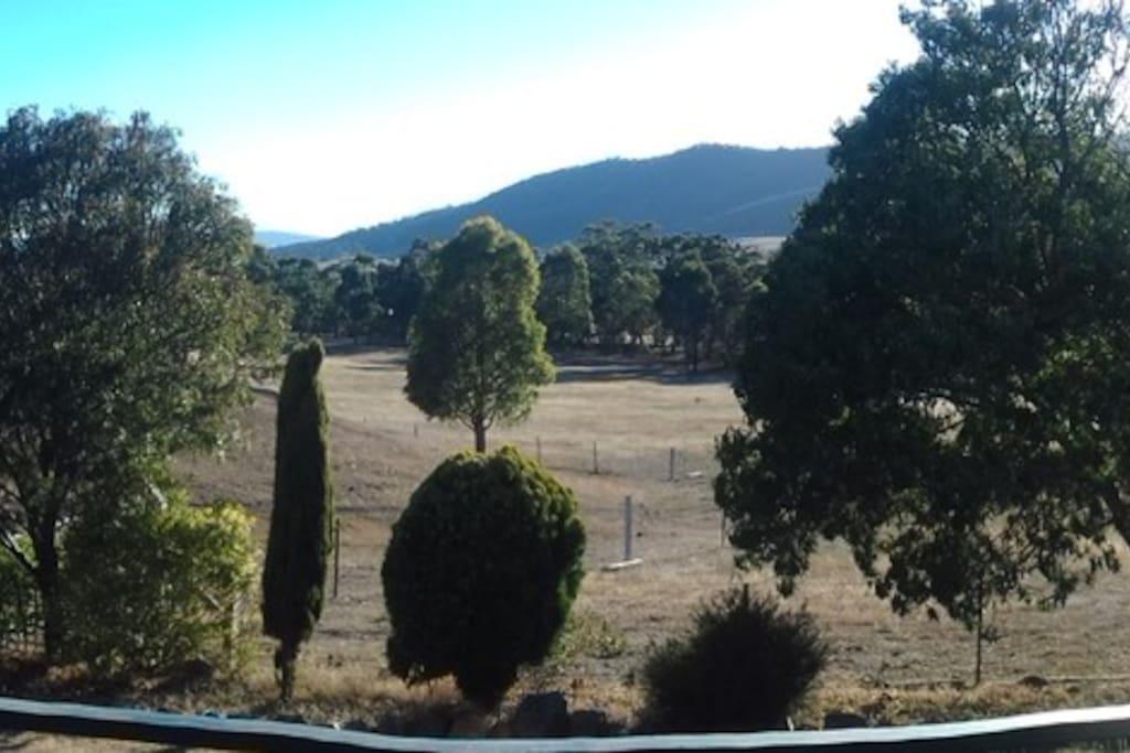 Superb panoramic views of the Tallarook Ranges