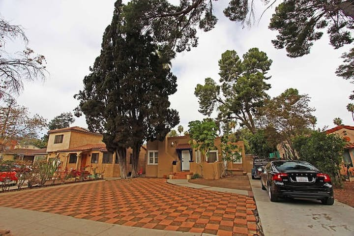 Charming 3 Bedroom House - Los Angeles - House