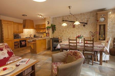 Gîte très cosy 4* LA MAISON D'ANNA - Château-Chalon - Casa