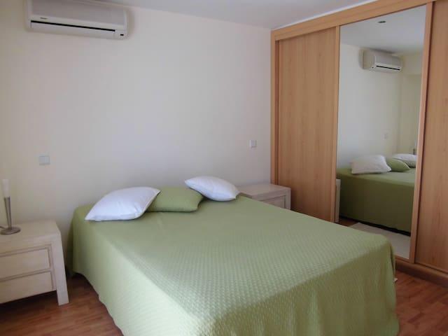 Aluga-se quartos na Praia do Carvoeiro - Carvoeiro - Lägenhet