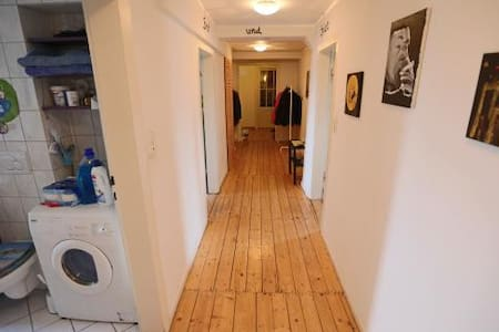 Zimmer im schönen Altbau - 卡塞尔 - 公寓