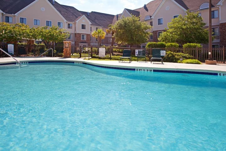 Myrtle Beach 1 Bedroom Suite w/ Free Breakfast x 2