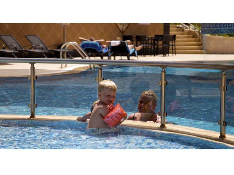 Childrenpool and very big swimmingpool with waterslide