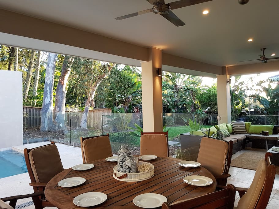 Outdoor Dinning area