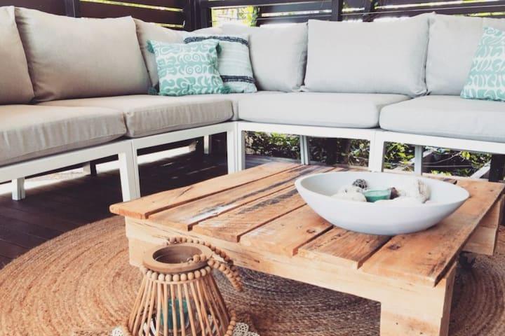 Stylish Family Beach House - 200m to the Beach