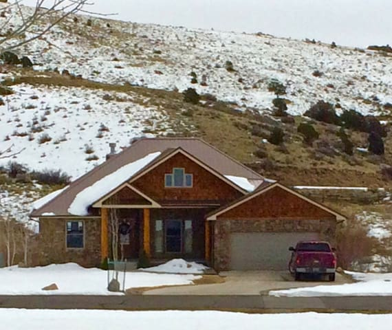 GREAT PRICE - 300' to Golf, 18 mi Wolf Creek Ski