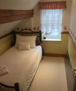 Quirky little room in the Attic - High Wycombe - Haus