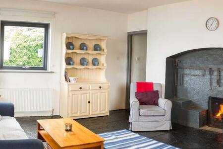 Cathedral View - Traditional Irish holiday home with cosy turf fire on the shores of Killala Bay