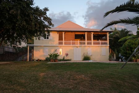 Lovely villa with ocean, mountain and sunset view. - Rivière Noire - Villa