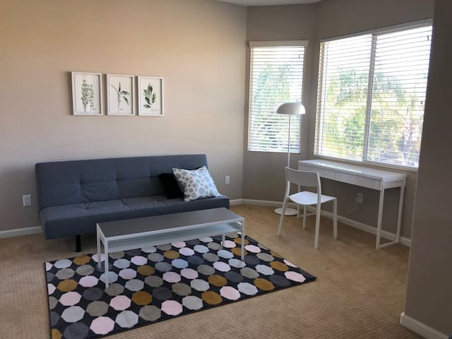 Private Master Suite:Near SMF Airport and Downtown