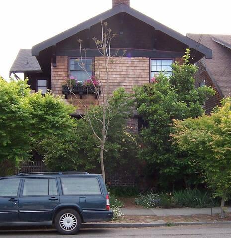 Berkeley Brown Shingle Home, Five Night Delight