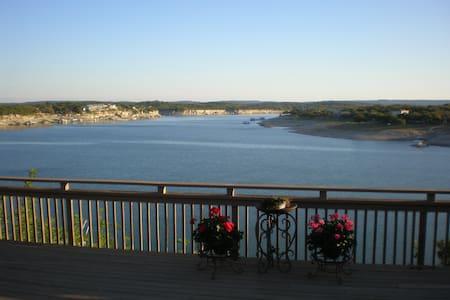 Beautiful Waterfront Home on Lake Travis - 스파이스우드(Spicewood)