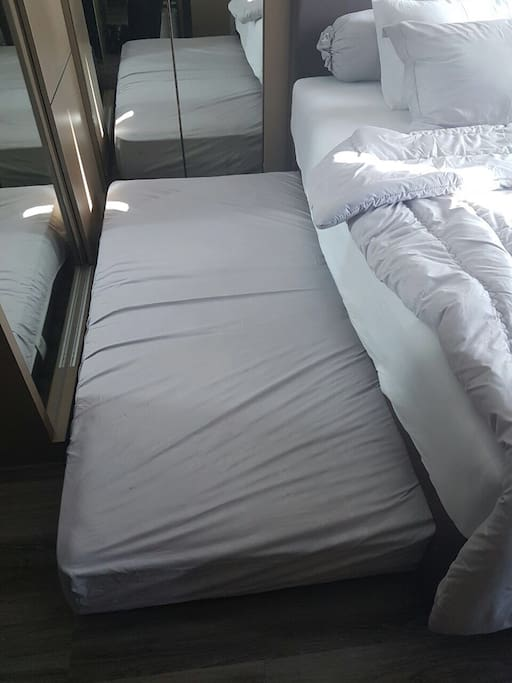 the pull over extra bed from underneath the main bed, please be mindful, it might be not suitable for couple.