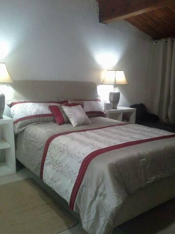 PEMG RELO 3 DBL + 1 OCCUPANCY - Aventura - Bed & Breakfast