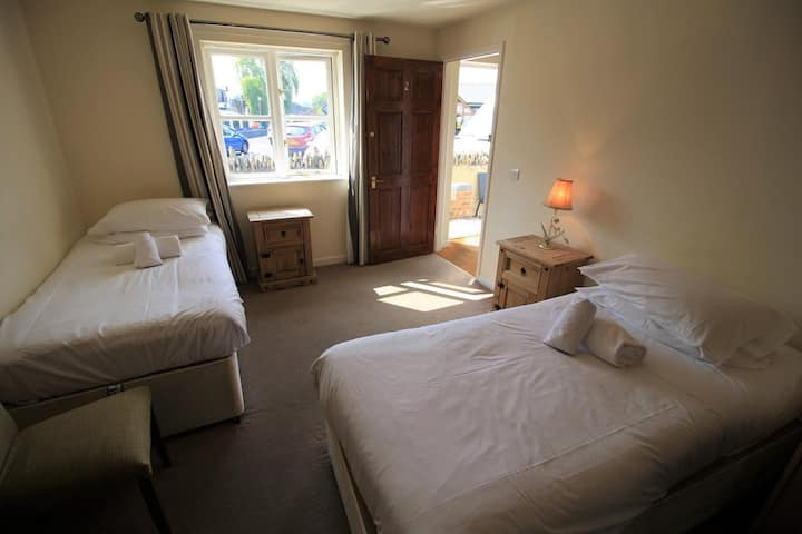 Twin Ensuite Room @The Riverside