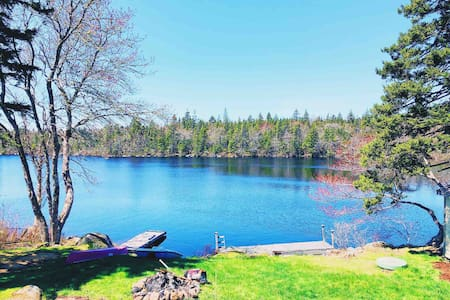 Couples Lakefront House: Pet-Friendly & 25m to HFX