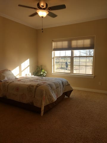 Guest Room in Gated Neighborhood