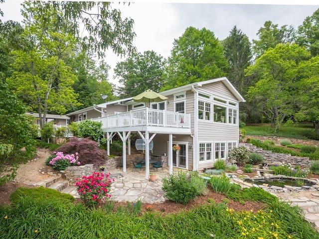 A Modern Farmhouse on 50 acre retreat-4 Bdrm