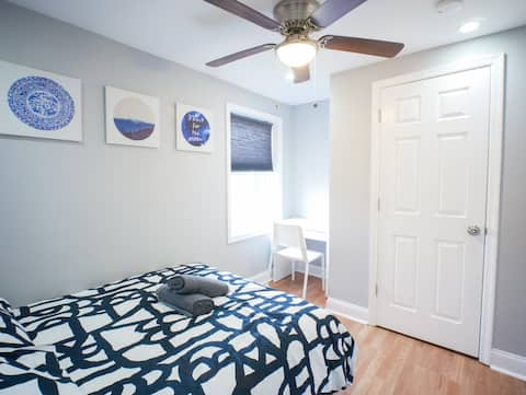 Moon Room - Close to University and Downtown