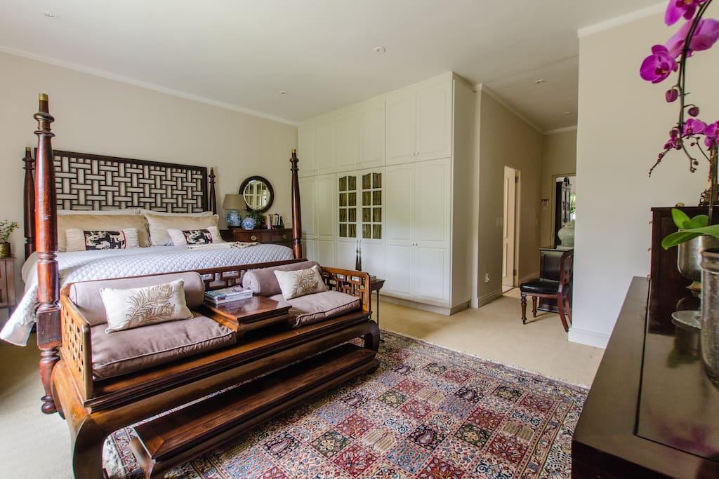 King suite with full en-suite bathroom