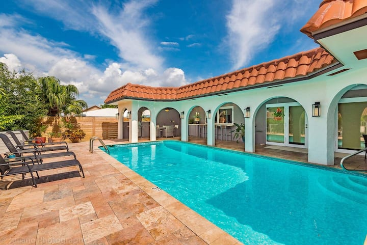 Waterfront Bermuda Key House! PERFECT FAMILY STAYCATION! ESCAPE TO BETTER WEATHER! Heated Pool!☀️