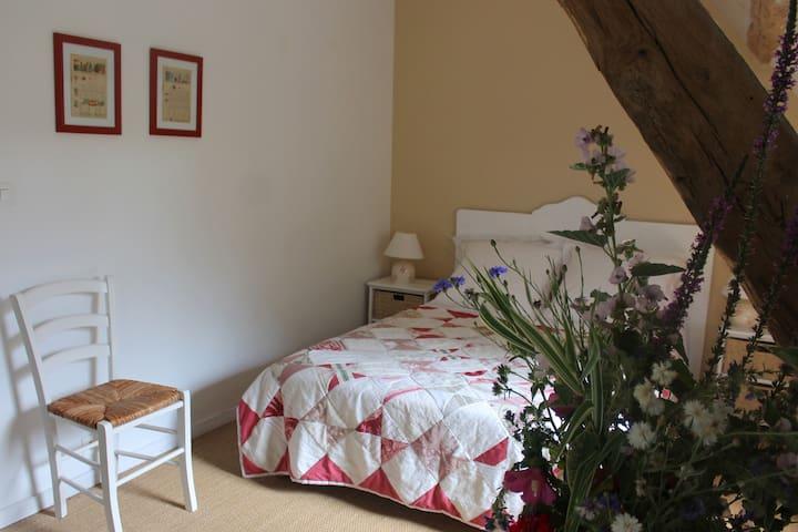 La Croix Verte - Chambre Toile - Saint-Chartier - Gästhus
