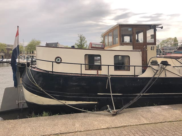 Unique houseboat apartment 30 min from Amsterdam