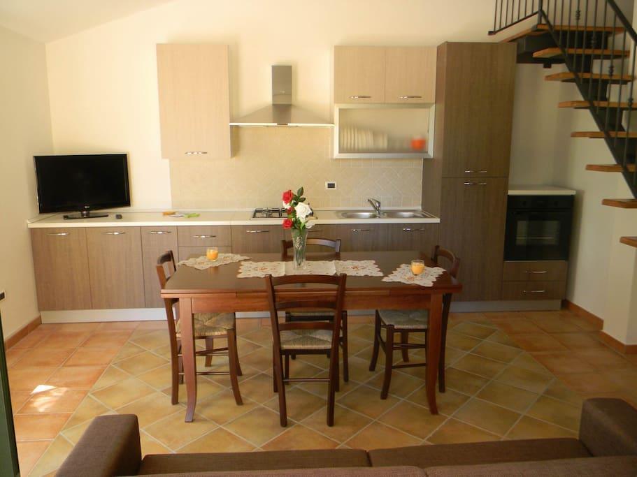 Sala da pranzo/soggiorno e cucina