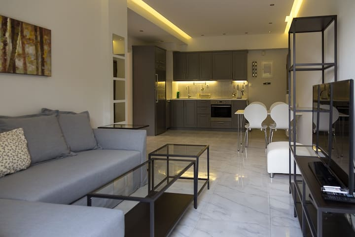 Newly Renovated 2 bedroom Apartment in Glyfada. - Glifada - Appartement