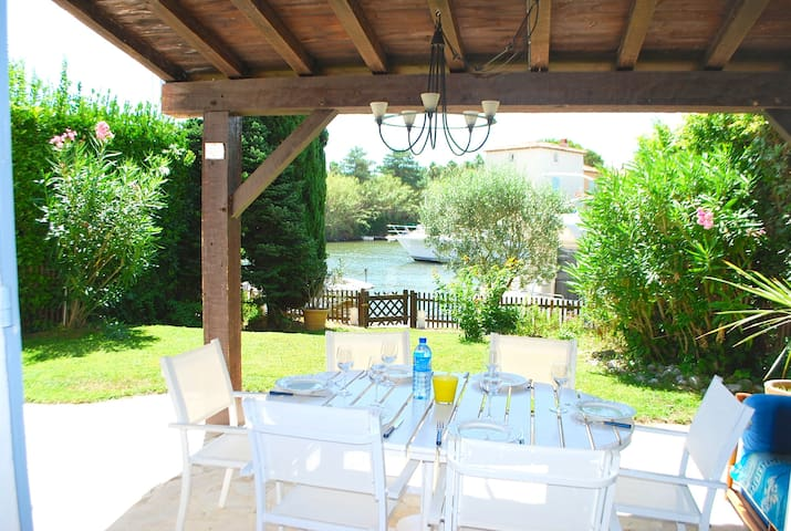 Wide house with A/C and a large garden with a 11m mooring - PORT GRIMAUD - Casa