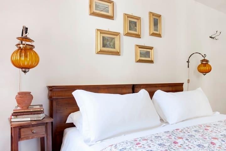 Bright & Romantic Room Steps From Santa Croce