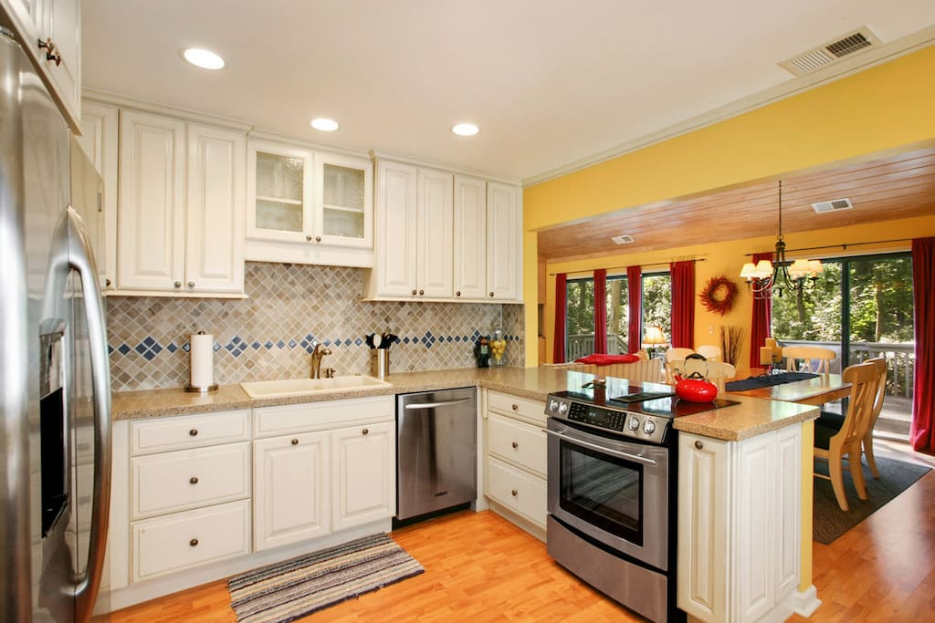 Updated Kitchen with Stainless Appliances & Granite Countertops