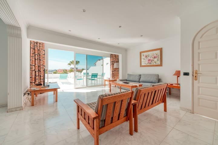 Sea in sight! Pool and beach terrace at your feet