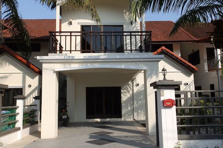 4 Bed House in Fisherman's just 2 mins to Beach