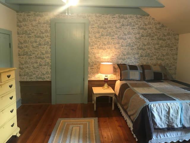 1830's Upstairs Bedroom with en-suite bath