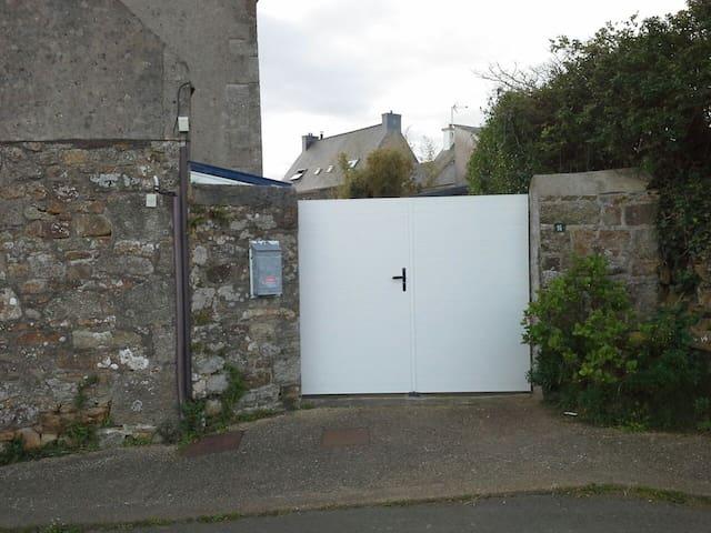 Maison bretonne de charme - Trélévern - House