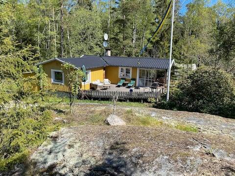 Hav- och naturnära stuga  i Stockholms skärgård