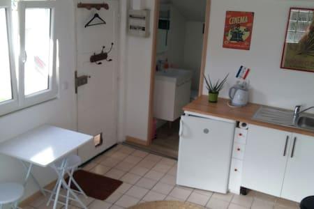 Petit studio sur cour, au calme ! - Wohnung