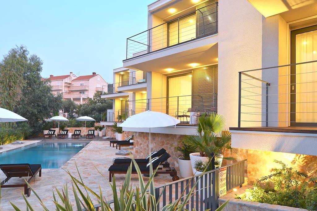 Tara 39 s lodge boutique hotels for rent in rnovo for Boutique hotel intermezzo 4 pag croatie