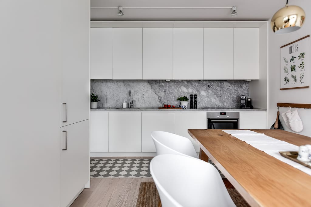 Well-equipped kitchen with microwave, oven, fridge and freezer