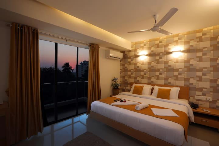 Bed and Breakfast at Hampankatta - Mangalore